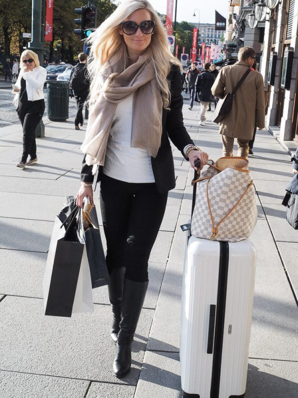 Travel outfit with Balmuir Oslo Scarf