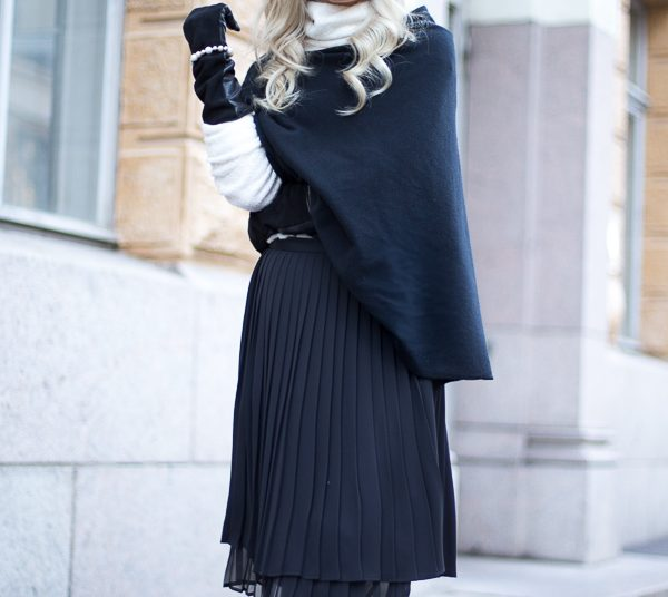 Monday outfit with black poncho
