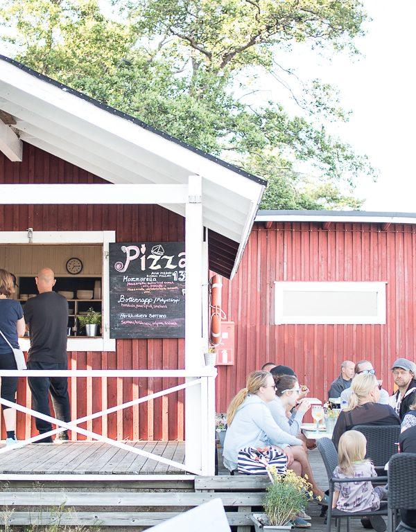 Midsummer pizza at Porkala Marin Bryggan