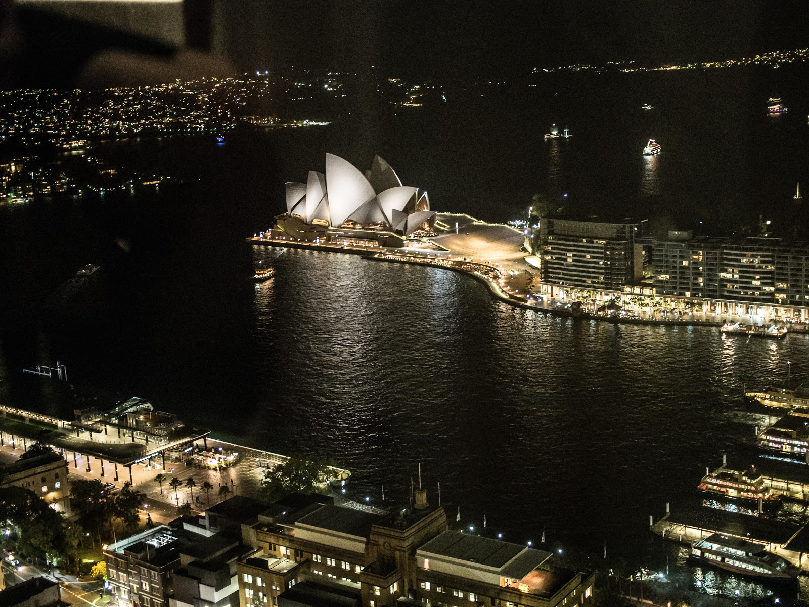 Romantic dinner with a view in Sydney