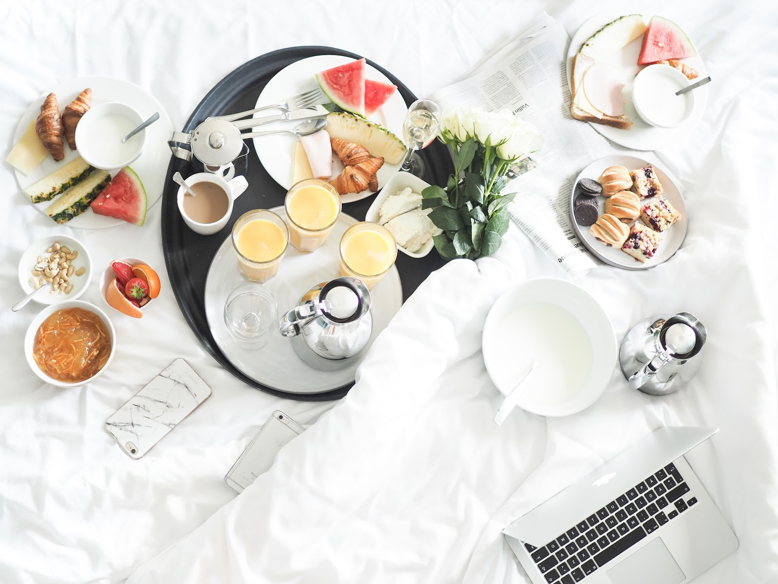 BFF minivacay and breakfast in bed