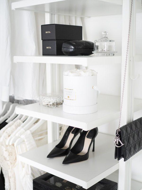 Our open closet – vaatesäilytysratkaiu makuuhuoneessa