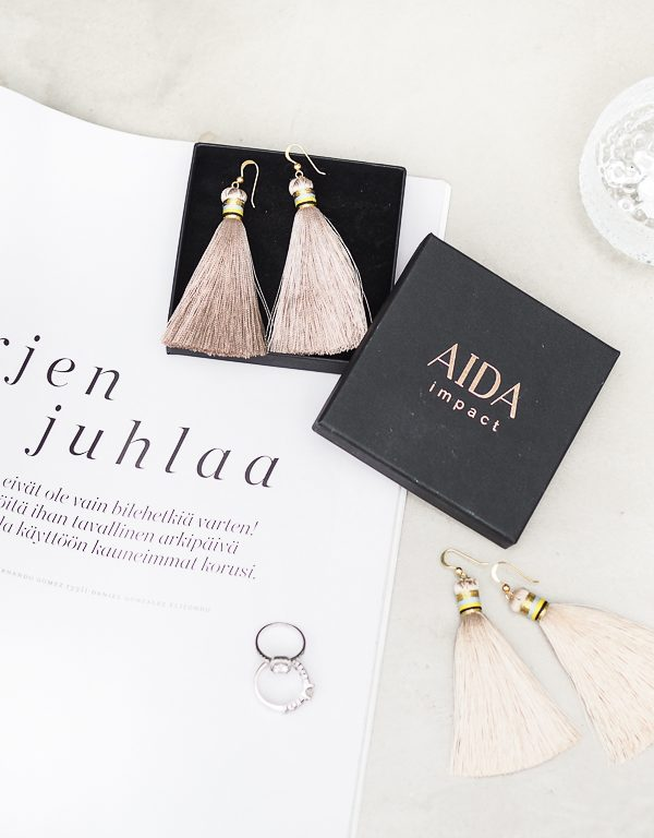 AIDA impact silkkiset tasselikorvikset + Arvonta